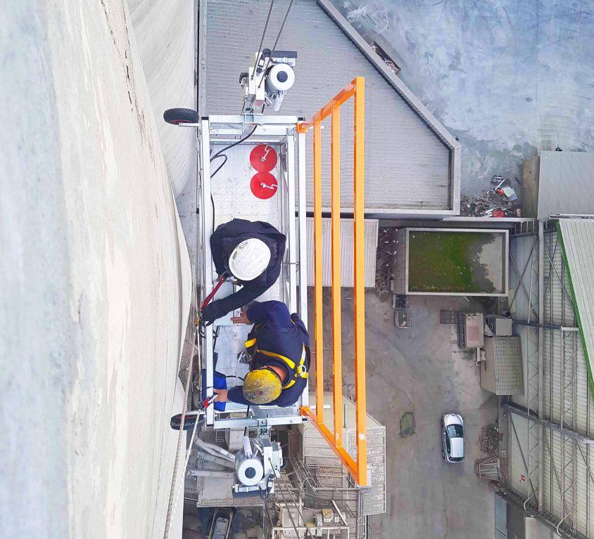 KOMPLET suspended platform for external silo maintenance