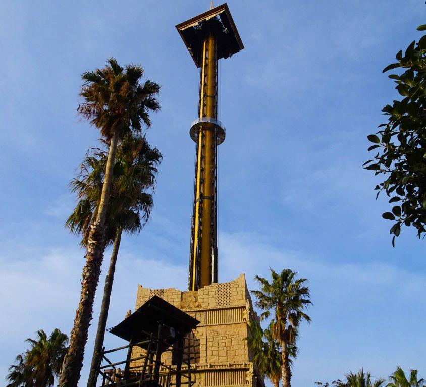 Circular suspended platform for Port Aventura theme park ride maintenance