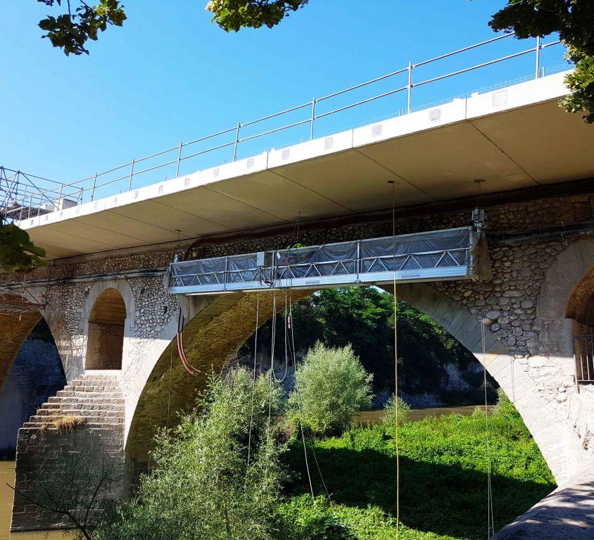 Plataforma colgante KOMPLET para mantenimiento de puente sobre río