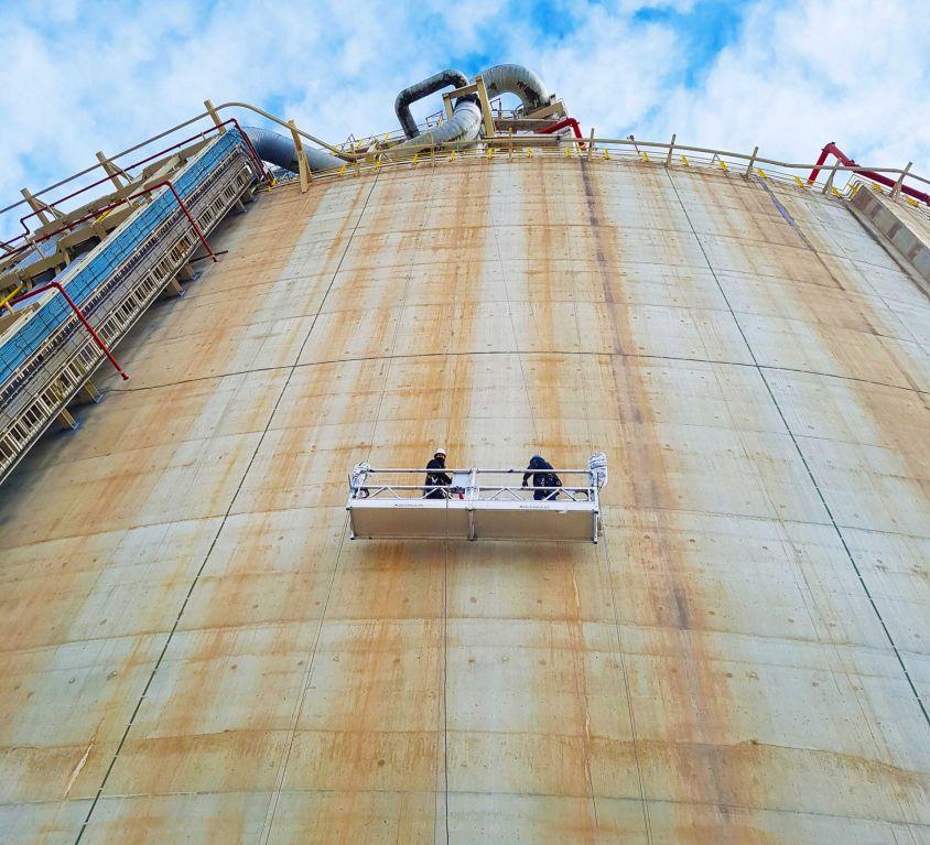 Plataforma colgante KOMPLET para mantenimiento de tanques de gas licuado (GNL)