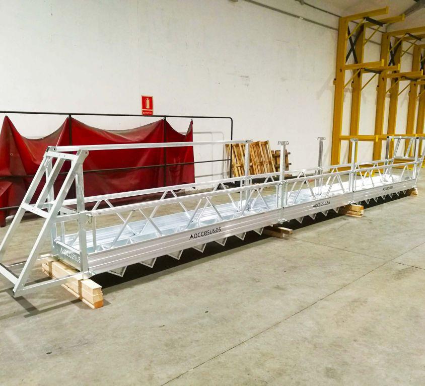 Plataforma colgante con inclinación para mantenimiento de techo de silo