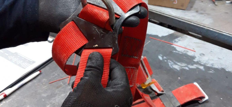 Vida útil de los EPI - Arnés en mantenimiento taller Accesus